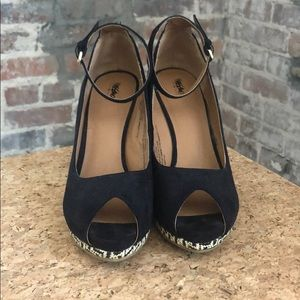 Size 7.5 Mossimo wedge shoes - navy